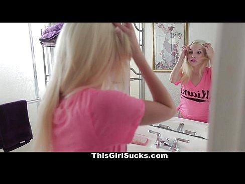 Blonda Suge O Pula Prea Mare Pentru Gurita Ei Dar Il Termina Repede