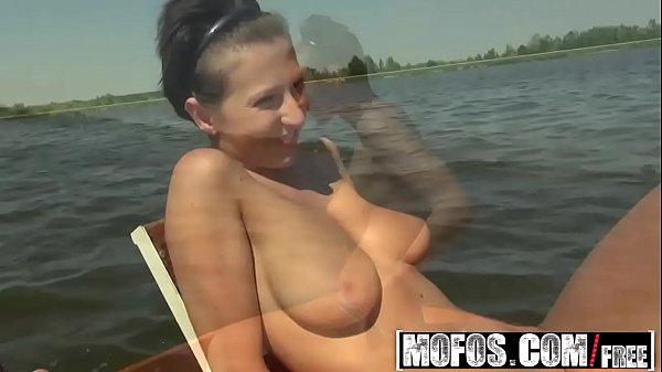 Unor Fete Care Una Seamana Cu Delia Li Sau Stricat Masina In Padure Porno