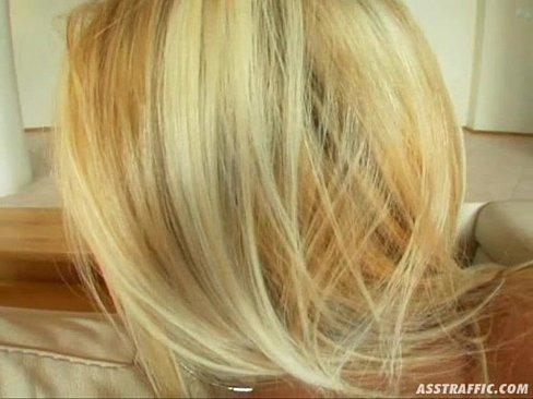 Tarfa Blonda Isterica Se Fute Cu Doi Sa Nu Mai Aiba Energie