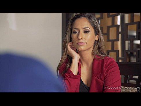 Matura Milf Abia Asteapta Sa Fie Linsa De Baiatul Tanar Din Videoclip