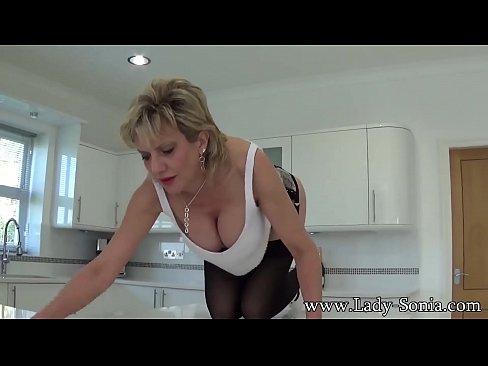 Menajera Imbracata Sexy Isi Excita Patronul Care O Muieste Mai Tarziu