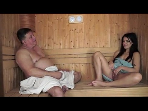 Un Grasan Reuseste Sa Futa O Bruneta In Sauna