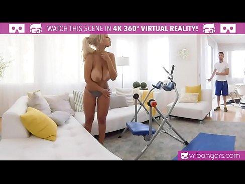 Porno Cu Instructorul Pervers De La Sala Care Intra Peste Clienta In Wc