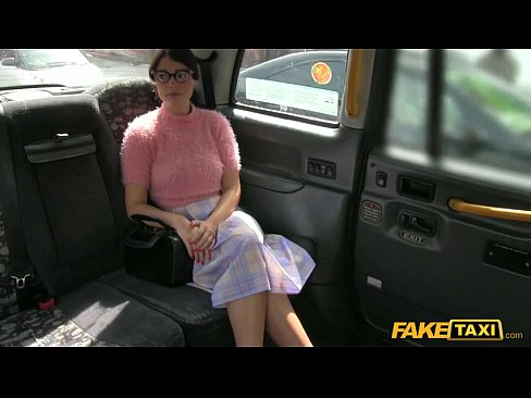 Iese Cu Taxiul Si Taxiul Abuzeaza De Ea Ca E Nanaca Si O Fute