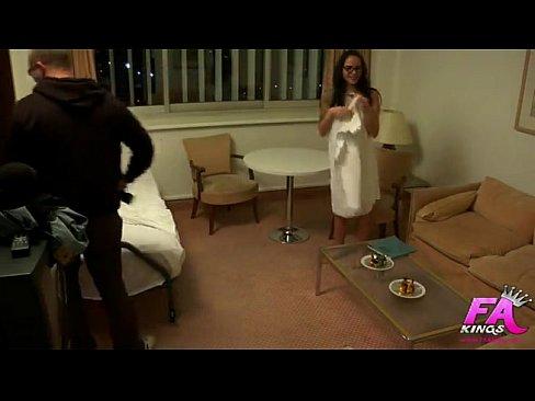 Bianca Se Fute La Salon Cu Un Baiat Din Staff