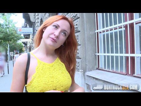 Matura De La Tara Prostitata De Un Orasean Care Sa Se Fute In Gradina