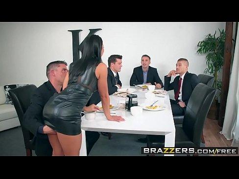 Adriana E O Vaduva Care La Pomana Da Pizda Pentru Sotul Ei