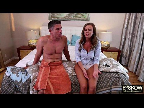 Fratele Isi Prinde Sora Vitrega Cand Sex Masturba Si O Ia La Pula