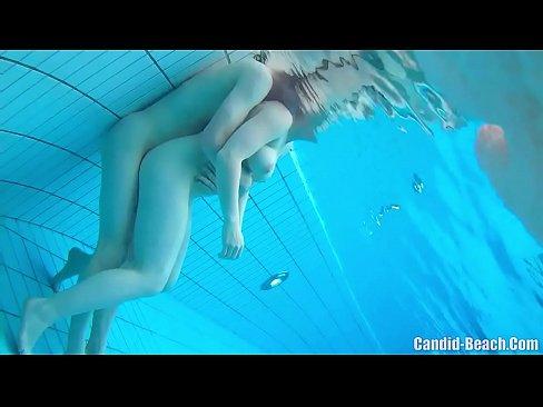 Sex In Apa Intr-O Piscina De Nudisti ( Sunt Filmati Pe Ascuns )