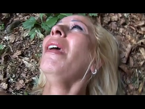 Blonda Urmarita Pana In Padure, Rapita Si Fututa Aproape Violata