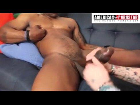 Film Porno Cu Saruturi Romantice, Cu Un Negru Care O Are Mica
