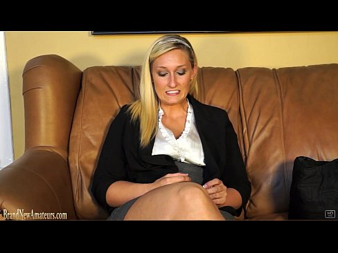 Blonda Vine La Un Interviu Si Se Fute Dar Vrea Sperma Pe Picioarele Ei