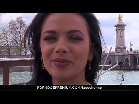 Romanca Amatoare De Porno Se Fute In Fundul Ei Pe O Insula