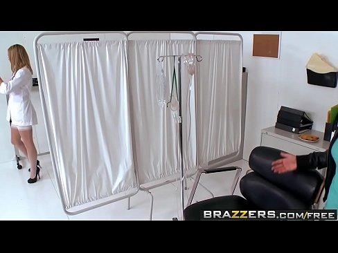 Cuplu De Doctori Prinsi De Un Pacient Cand Se Futeau In Birou