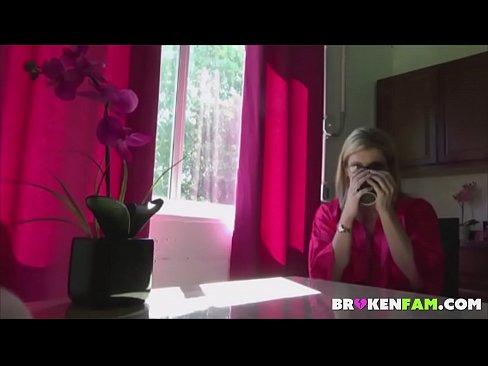 Blonda Bine Rau Din Germania O Suge Pe Strada Fara Rusine