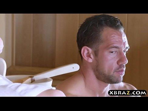 Bruneta Se Fute In Sauna Direct In Curul Ei Transpirat
