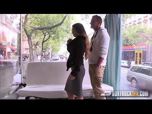 Tatoasa E Rusinoasa Ca Se Fute Pentru Prima Data In Public