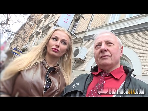 Mosul Isi Da Nevasta Blonda Pentru O Suma De Bani Unui Tanar