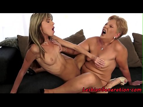 Doua Lesbiene Din Bacau Se Retrag Intr-O Camera Si Se Freaca