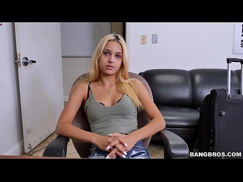 Blonda E Fututa Bongross De Un Nepot De 18 Ani De Al Ei